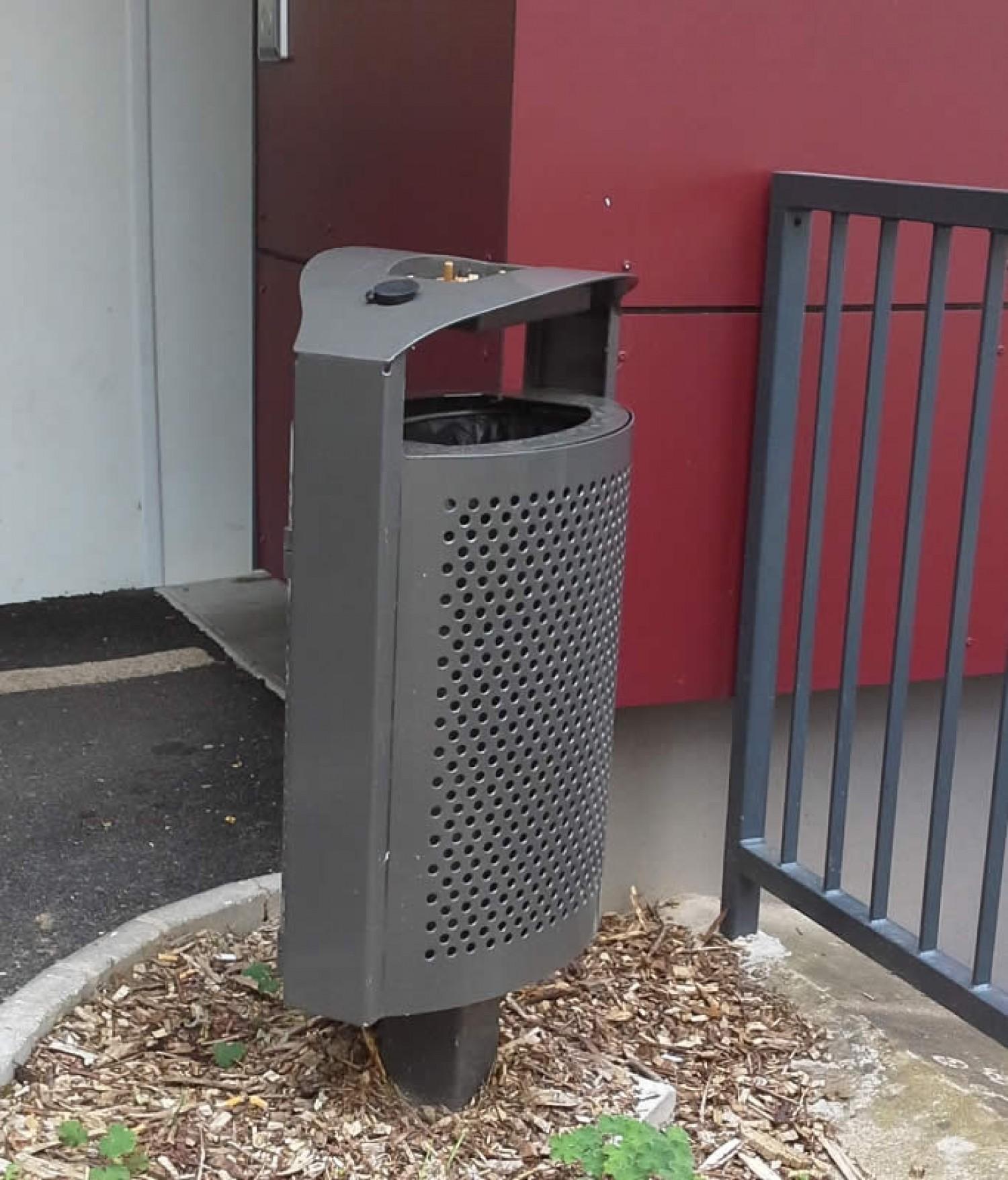 Corbeille de propreté urbaine