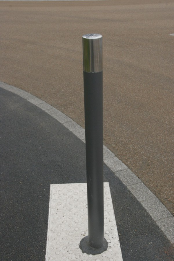 Potelet anti-stationnement fixe