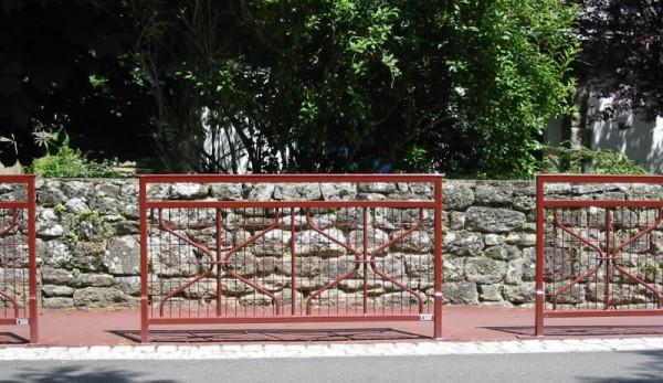 Barrière de rue Trinité grillagée