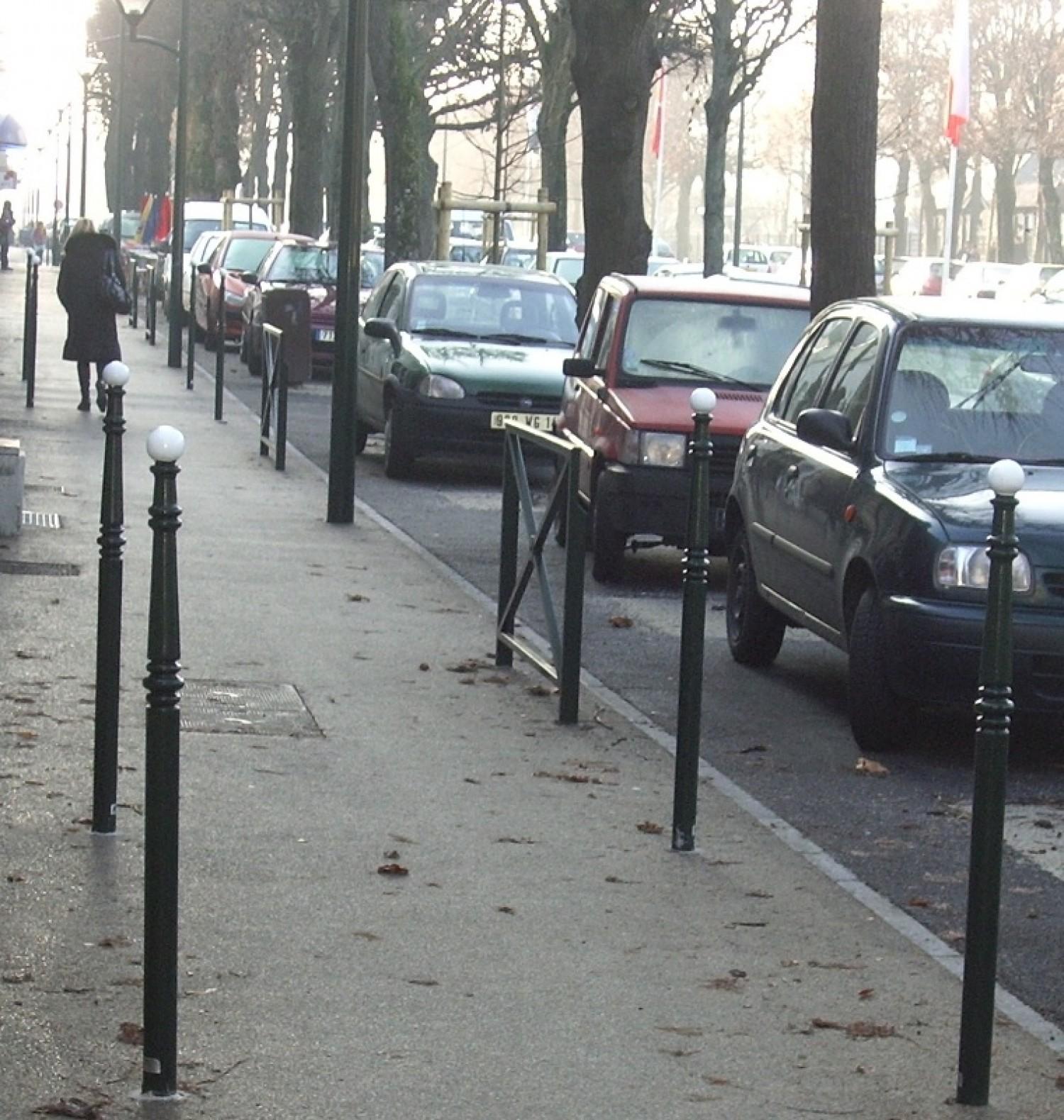 Potelet Héritage, modèle Champs Elysées fixe à sceller